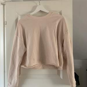 Sweatshirt från bikbok. Köpare står för frakt