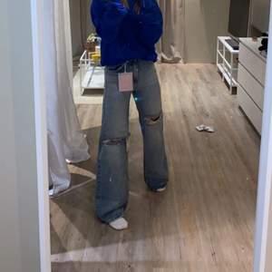 Ljusa jeans från pullandbear i storlek 32, använd fåtal gånger