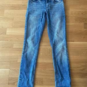 Blåa jeans från oddmolly