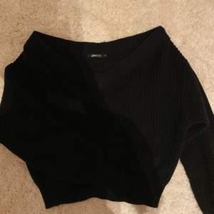 Säljer denna mysiga stickade tröjan ifrån Ginatricot som jag knappt använt💕