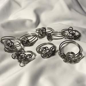 Handgjorda ringar av mig, måtten är innerdiametern på ringarna. Pris: 25kr/st. Betalning sker via Swish. Kontakta för fler bilder. Köparen står för frakt (12kr).
