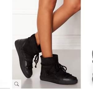 Säljer mina inuikii skor i storlek 38. Skorna är i ett fint skick! Säljs billigt pga flytt! Vid snabbaffär kan priset diskuteras! Skorna putsas självklart innan!  BUD- 870kr