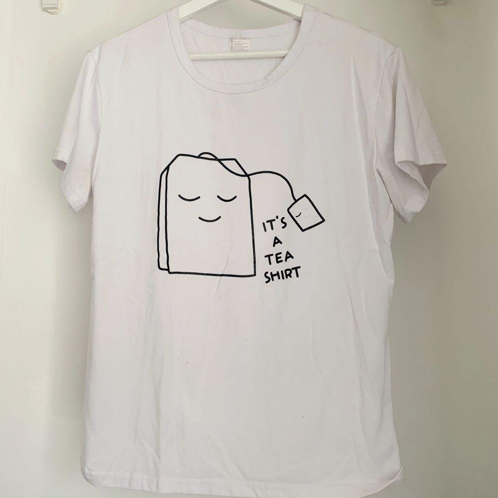 Kan skickas mot fraktkostnad 🌻. T-shirts.