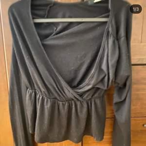 Säljer nu min otroligt snygga blus från BIKBOK! 🤍
