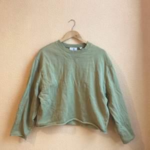 Grön tröja från collusion. Otroligt mjuk! Knappt använd. Jagbhar vanligtvis M så den är lite oversize för att va S. Frakt ingår!