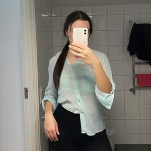 Säljer denna fina blusen. Aldrig använd. Storlek L men passar mig som vanligtvis har S/M. Köparen står för frakt 💞