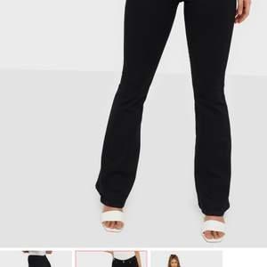 Jag säljer mina jeans pga utrensning i min garderob, använde några gånger men visar inga tecken av skador eller något sådant. Original pris va 500kr och säljer dom för 150kr💖 (frakten ingår inte)