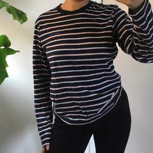 Superskön marin blå tröja! Skriv till mig privat om du har frågor🌸 frakt: 44kr