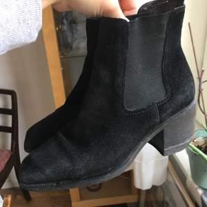 Svarta skor av mocca. Är i bra skick. Storlek 36. Köparen står för frakten.