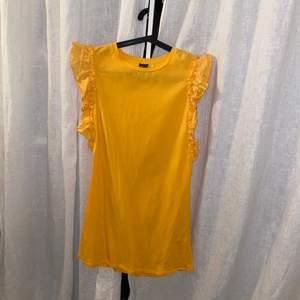 Orange klänning från Gina tricot. Köparen står för frakten