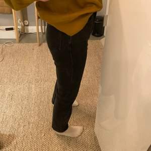 Svarta jeans från &Othet stores ❣️ jätte bra kvalité. storlek 25, säljer för 200kr + frakt