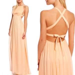 Säljer den här långklänningen från By Malina i modellen Wiki storlek S. Använd skick så säljer därför för 500kr.