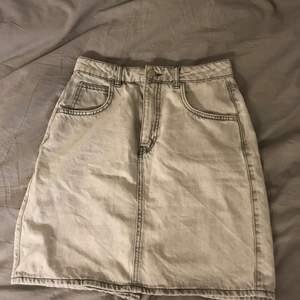 En grå kjol som är oanvänd från Gina! Storlek 36!! Inklusive frakt! ❤️❤️