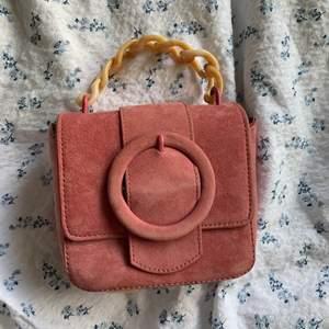 Söt väska ifrån Zara. Använt endast 1 gång💓