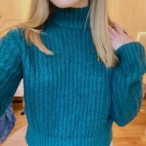 Superfin mörkgrön stickad tröja, inte stickig <3 Frakt tillkommer 💛