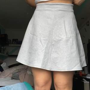 Väldigt fin populär kjol!