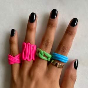 handgjorda chunky ringar som görs på beställning. Ring 1: 70:- Ring 2: 80:- Ring 3: 90:- Ring 4: 60:- priserna är inklusive frakt!! Finns i färgerna rosa, blå och grön💗💚💙 3 för 2!! Den billigaste på köpet