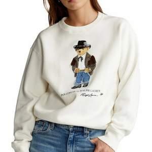 säljer vit Ralph Lauren cowboy bear sweatshirt, helt ny, prislapp är kvar. Nypris: 1895kr. men säljer billigare såklart:)