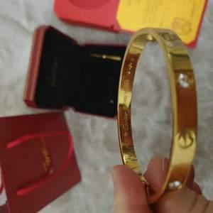 Cartier Armband i 3 olika Nyanser,(Rosé,Silver,Guld) Box medföljer, finns i storlekarna 16mm och 19mm. Hör av er vid intresse💕
