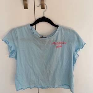 Säljer denna Babyblåa toppen från New yorker, 20kr plus frakt💕