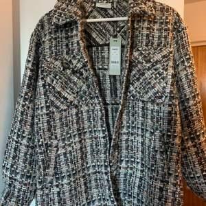 Superfin skjortjacka. Däremot har den aldrig kommit till användning! (Nypris 1249kr) Storlek 36, passar xs-s
