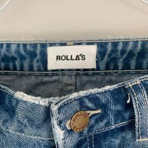 Snygga raka/bootcut ljusa jeans från rollas! Jättesnygga men förstora för mig❤️🕊 passar mig som är 1.64 ca🌷