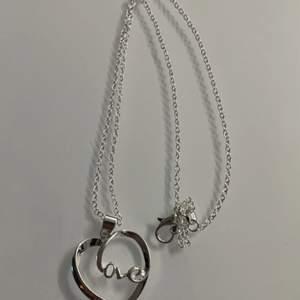 Love halsband i äkta 925 silver. Frakt 12 kr✨Dm för frågor🌟
