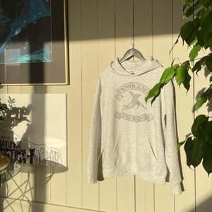 Säljer en helt ny limited edition hoodie från one of one, som släpptes 29 januari🥰 (det är herr stl så ganska stor i stl)❤️