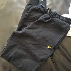 Lyle&scott byxor som jag har köpt för 400kr, passar för 12/13 åringar. Har andvänd dem många gånger
