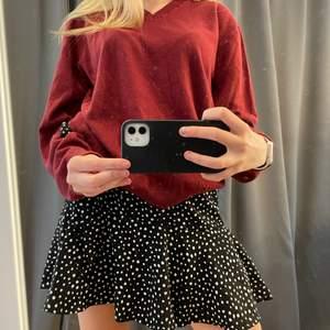 super fin röd tröja från tiger of sweden herr, i strl L! Super fin till sommaren med en kjol😍😍😍 Hör av dig vid frågor ❤️❤️❤️ nypris: 1199