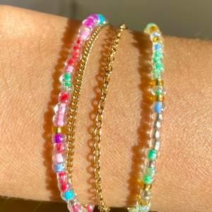 Här kan du designa dina egma armband, halsband och ringar. Som vi skickar till dig! Du kan skriva saker på dem eller designa dem med bara färg, du väljer! Ringar kostar 10kr Armband kostar 30kr och Halsband kostar 50kr💕💕