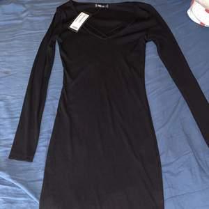 Helt ny långklänning med prislapp kvar I storlek S nypris 149kr men säljer den för 75kr + frakt