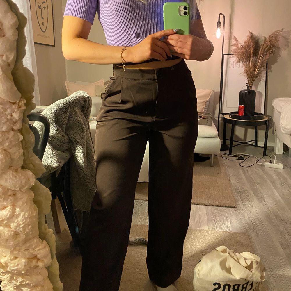 Jätte snygga bruna byxor, är 162cm. Jeans & Byxor.