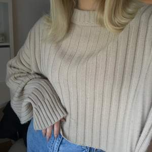 Supermysig beige stickad tröja 💕 i nyskick, 90 kr inkl frakt