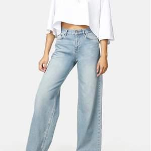 Säljer mina älskade wideleg junkyard jeans pga att de inte används längre. De är använda ett fåtal gånger och har jätte fin passform💗