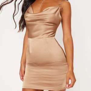 Säljer 4 oanvända klänningar från preety little thing (en fick inte plats på bild så skickar bild på den om ni skriver). Hittade en annan klänning och skulle lämna tillbaks dessa men det gick inte. De kostar tillsammans 900 men säljer alla för 700😊