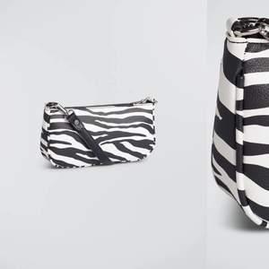 Frän väska från Gina med zebra mönster🖤⭐️knappt använd då jag har en annan favorit så inga defekter