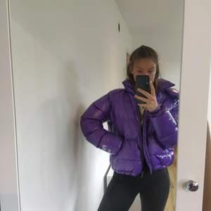 Puffer winter Jacka från Berska, fin färg storlek L men kan passa bra för M.