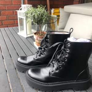 Skit nice boots i 39 som är tyvär lite förstora för mig :(! De är då helt oanvända. Det finns flera bilder! Ny pris 400kr