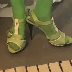 Jättesnygga mintgröna klackskor, säljer tyvärr för att de är för stor storlek