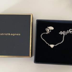Gulligt silver armband med ett hjärta🧡 oanvänt och säljer för 140kr + fralt