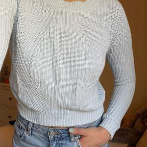 Superfin stickad blå tröja från H&M som tyvärr är för liten 💙🦋 Passar XS-S