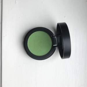Grön ögonskugga från Make up store. Testad en gång, men är i princip som ny. Färgen heter eclipse :)