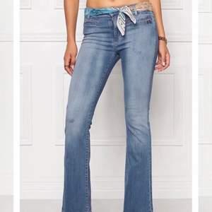 Super fina jeans från odd Molly i storlek 34. Endast använd ett fåtal ggr och säljs eftersom de är för små för mig. Nypris 1500kr