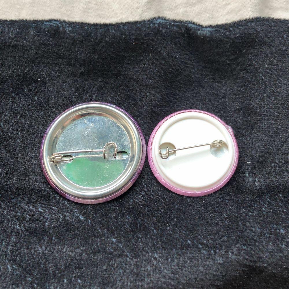Båda för 15 kr eller 1 för 10 kr😇. Accessoarer.