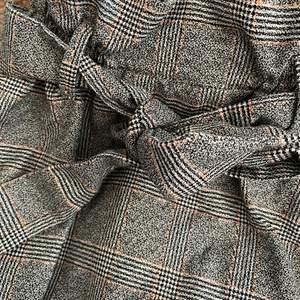 Säljer min rutiga kjol, använd endast 1 gång!