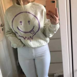 Jätte skön Sweater med fint tryck, i storlek M och är använd ett fåtal gånger
