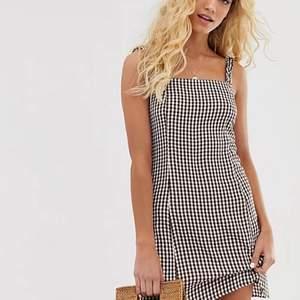 Säljer denna super härliga klänningen från & other stories som är perfekt inför sommaren. Inköpt för 600kr och är i nyskick, kan givetvis skicka egna bilder vid intresse! 🤍🤍