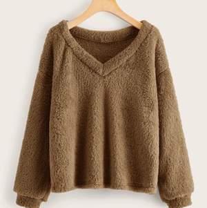 Jätte gosig brun tröja, lite andvänd, den är lite ljusare i värkligheten, jätte gosig nu till hösten, kom priv för fler bilder.