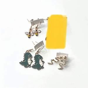 Säljer dessa fyra par örhängen! Super coola och snygg. Frakt tillkommer 12kr❗️ Priser ser ni på andra bilden! Passar till absolut allt!
